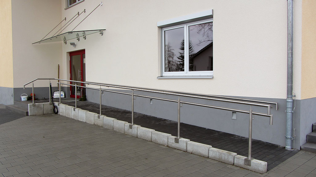 Ramp – prefabricated concrete parts with paving stones
